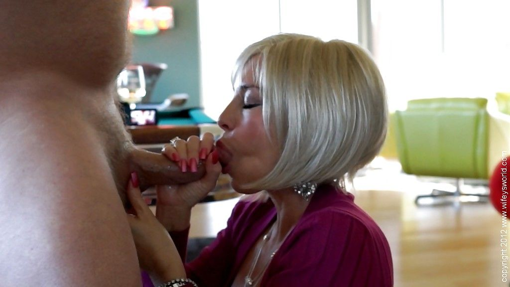 Bosomy mature vixen gets banged doggy-style and takes a cumshot in her mouth