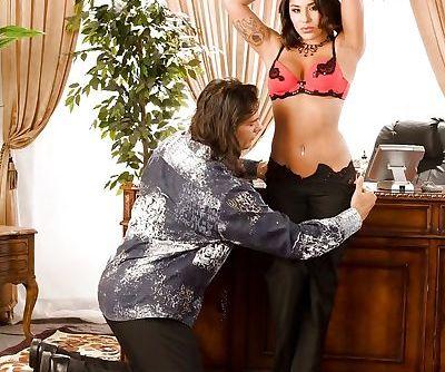 Hot pornstar Jenaveve Jolie gives..