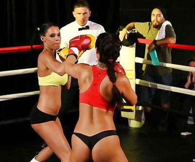 Boxing girls Eva..