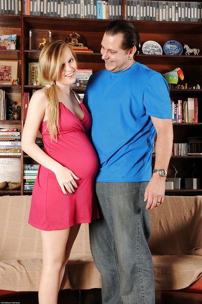 Amateur pregnant chick Amanda Bryant pulling down her panties