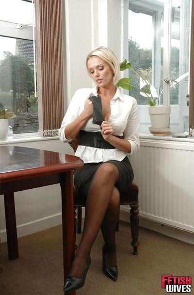 Blonde MILF Lucy Zara pulls on leather gloves and proceeds to masturbate