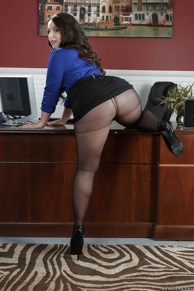 Latina fatty Lola Foxx sheds pantyhose to bare big butt in office