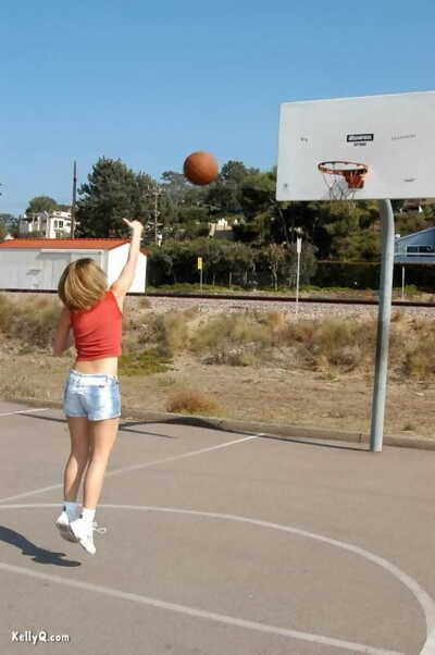 Cute teen Kellyq exposes her tits and ass while shooting hoops outdoors