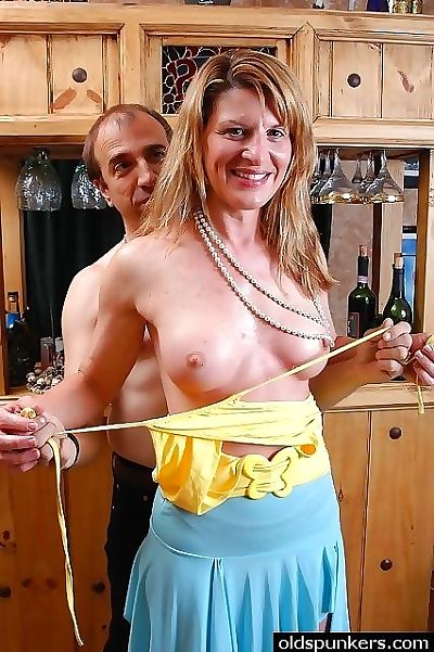 Sexy senior swinger slut - part 3227