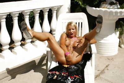 Seductive Latina babe spreading and masturbating outdoor & fingering