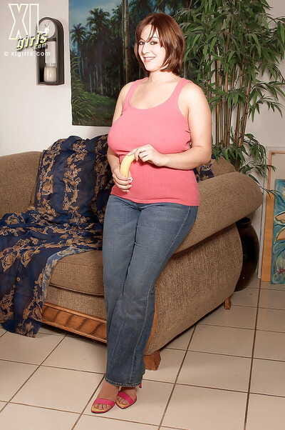 Chubby beauty Lexi Windsor playing with a banana topless but in tight jeans