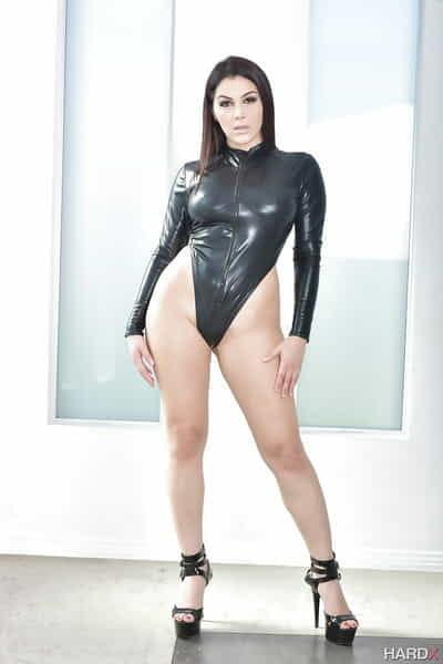 Morena euro pornstar Valentina Nappi revela grandes todos natural Tetas