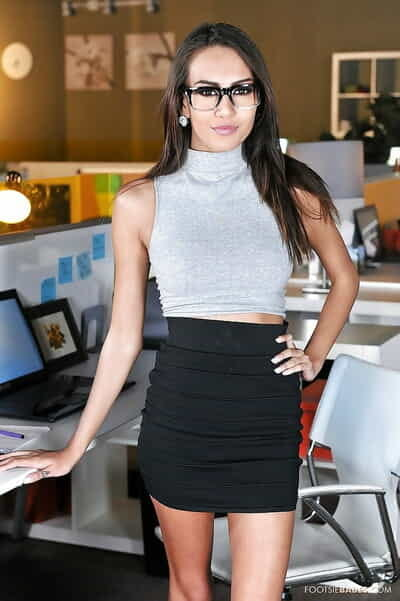Good-looking office babe Janice Griffith demonstrates her lust