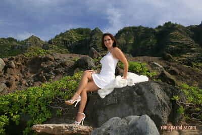 आप जाएगा कभी नहीं देखें कुछ भी अधिक सुंदर की तुलना में नग्न Roni पर समुद्र तट