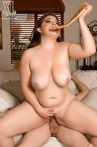 Lola lush has pizza and cock for dinner