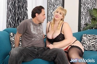 Big boob bbw gives a blowjob before she takes the dick in her pu