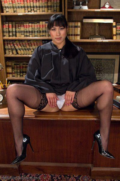 بعد الحكم خمسة المحامين إلى A الحياة خلف القضبان دون المرأة القاضي ميا لى