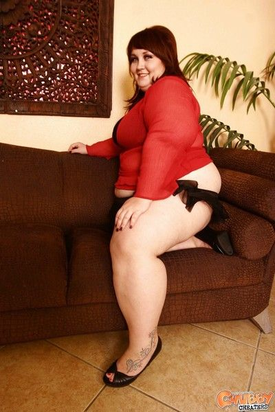 Chubby redhead is posing and fucking