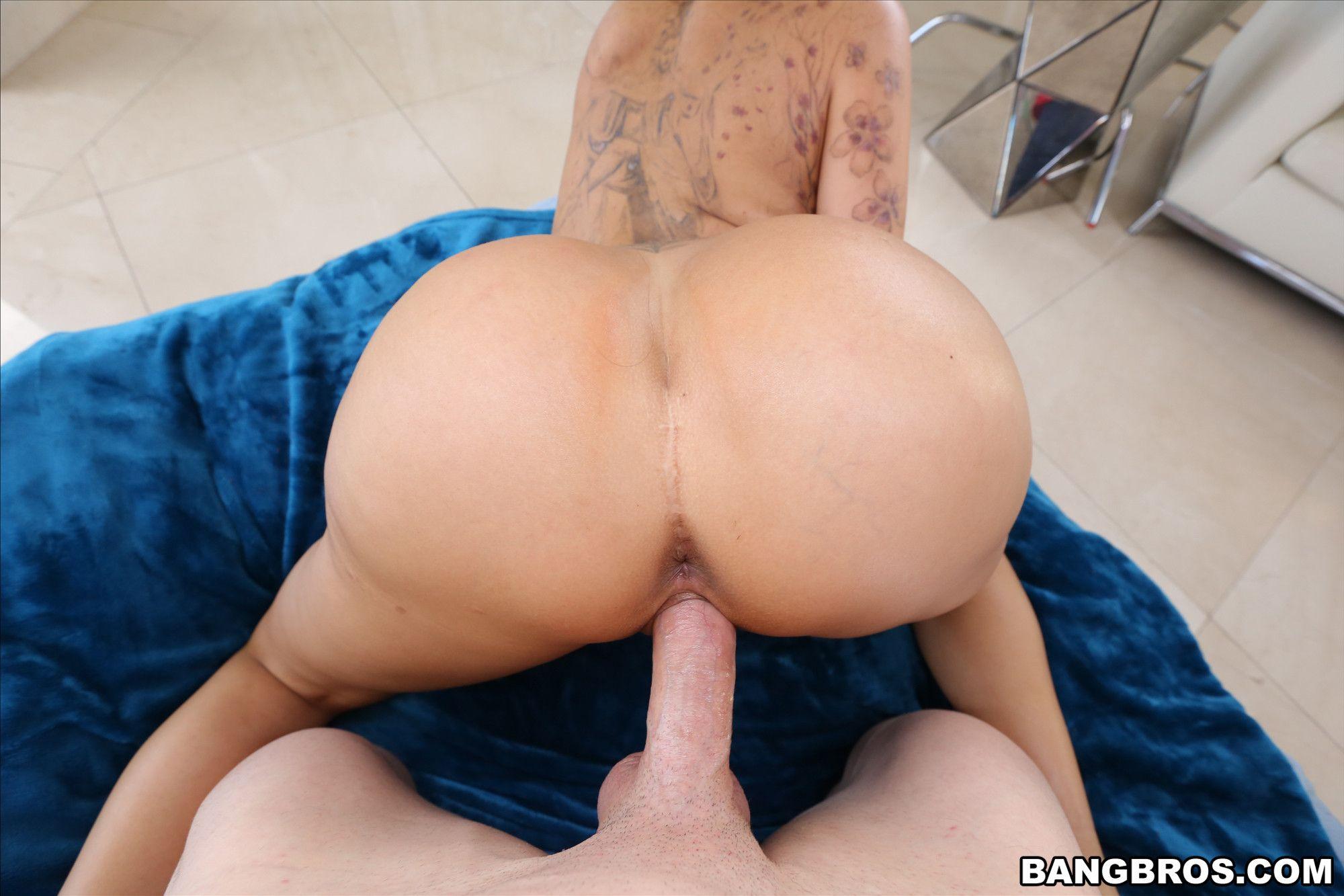 Pornstar lela star bouncing her enormous ass on his boner