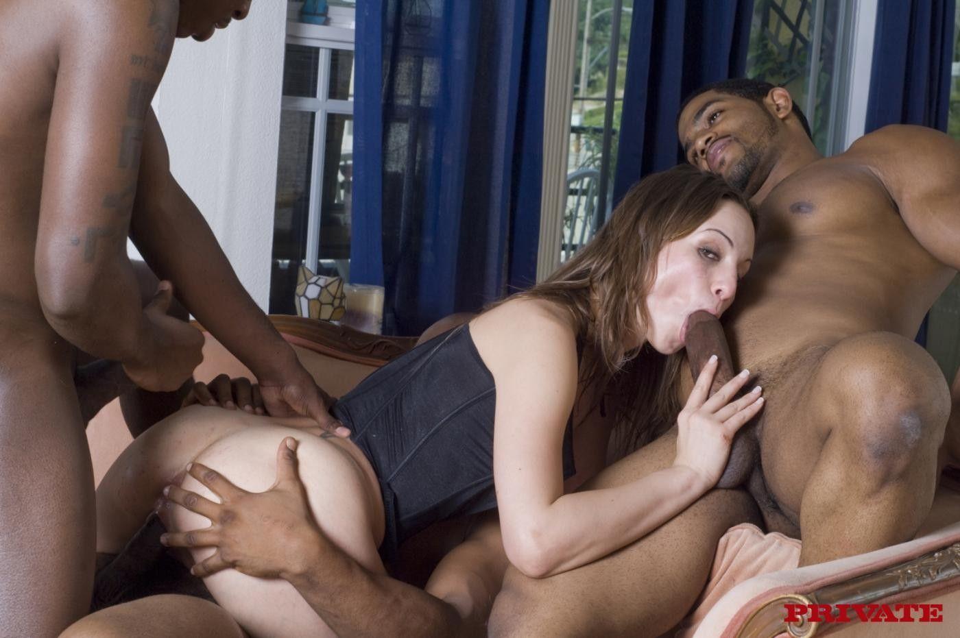порно толпа негров ворвались в дом и трахнули спящую маму