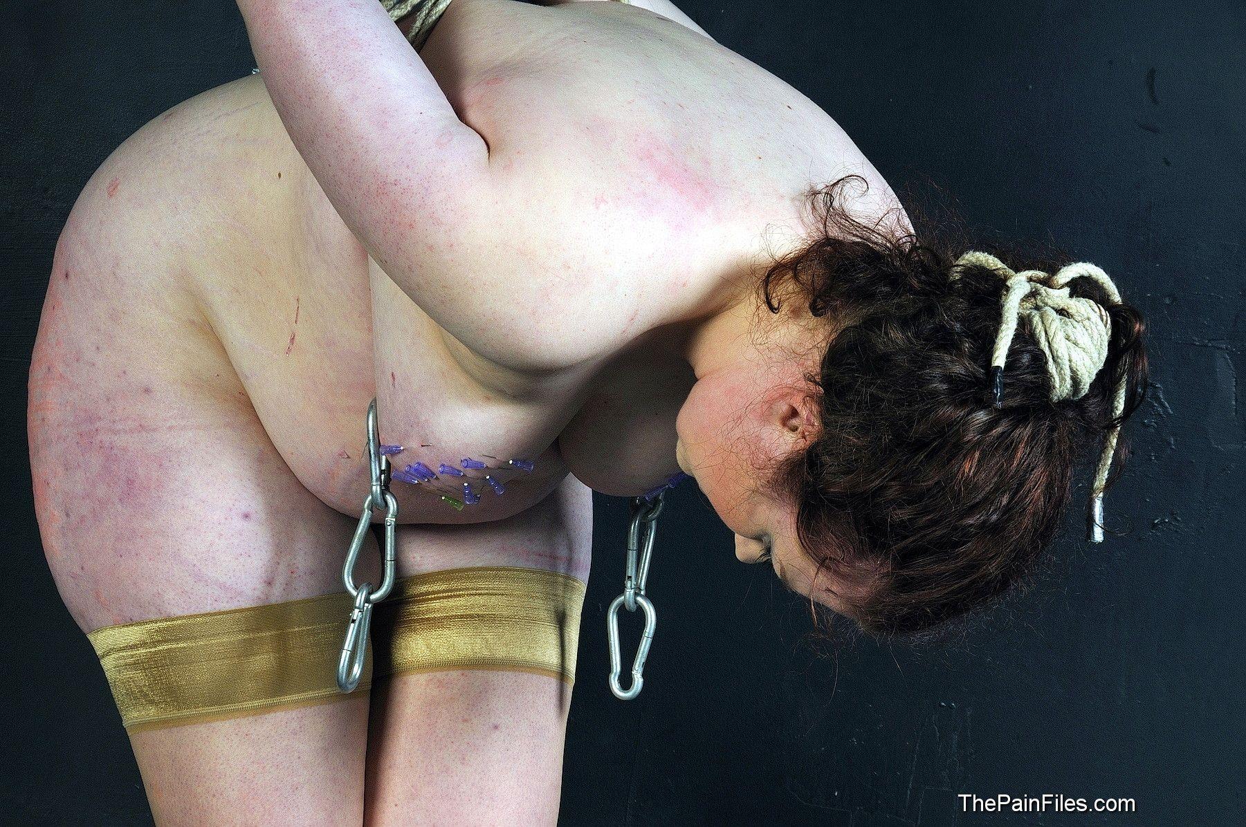 Проколотые спицей сиськи, Прокалывание спицей груди 1 xxx TV 12 фотография