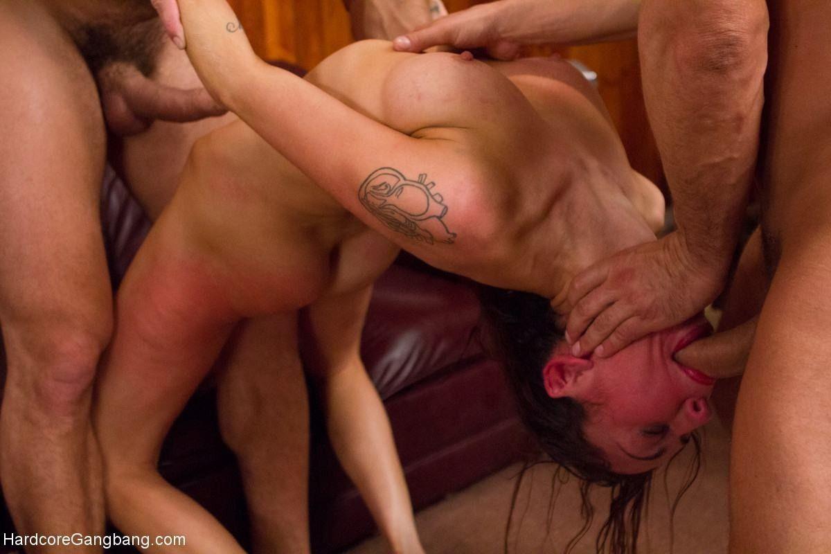 Секс армии жесткий шлюхой групповой с видео в порно