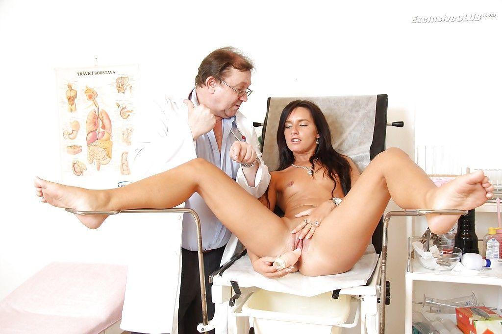 Небритая у гинеколога