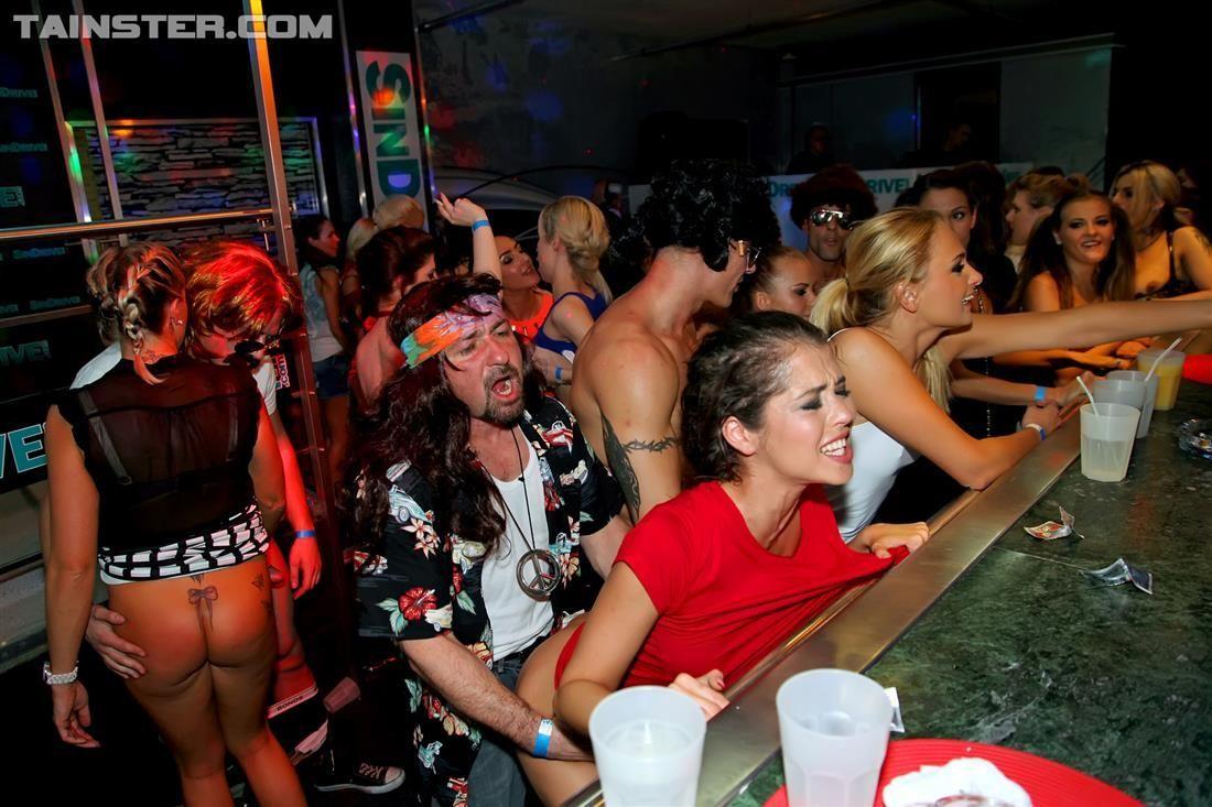 Эротика в русских ночных клубов, Порно вечеринки - секс в клубе на 24 видео 8 фотография