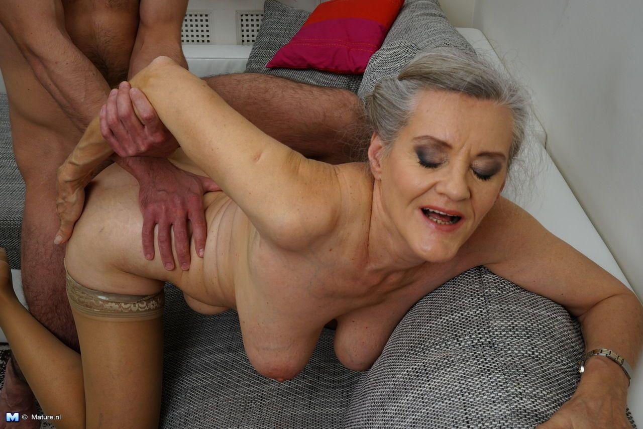 Ближе голые бабки секс