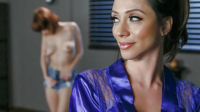 Latina masseuse Ariella Ferrera..