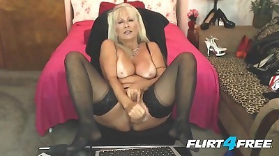 Amateur Milf Fingers HerselfHD+