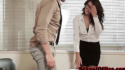 Gorgeous closeup officesex with..