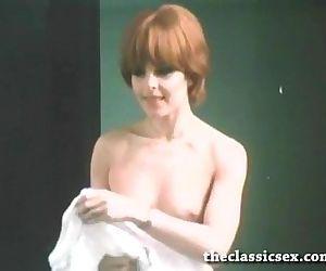Super hot retro chick masturbating