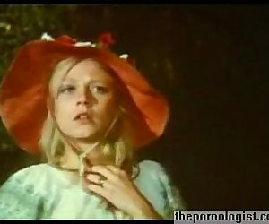 Blonde Anna Magle..