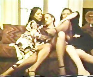 Lesbian Peepshow Loops 612 70s..