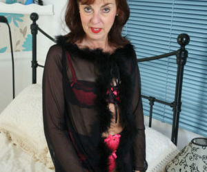 Redheaded nan shows off her snatch and anus in back seam..
