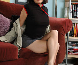 Glasses wearing Asian amateur spreading legs to expose..