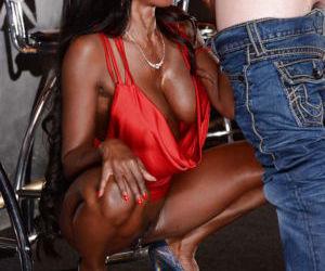 Unbelievable curvy MILFs Diamond Jackson and Simone Sonay..