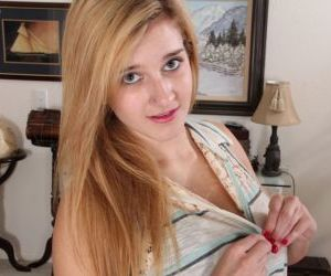 Amateur blonde teen Karma Jones spreading her delicious..