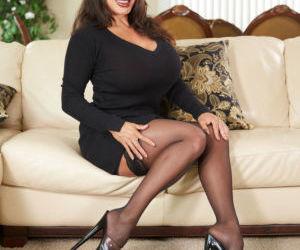 Top Asian pornstar Ava Devine works a huge dildo up her..