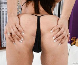 Amateur Adrian Maya premium nidyt display of her booty and..