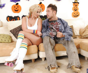 Top-heavy vixen in knee socks gets fucked and blows off a..