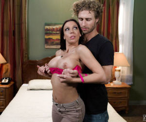 Busty MILF pornstar Rachel Starr taking cumshot on boobs..