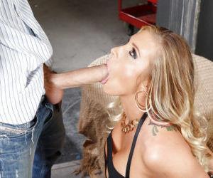 Blonde pornstar Samantha Saint wraps her lips around a big..