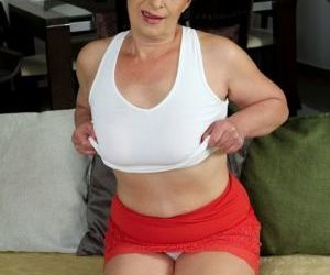 Overweight mature lady Sandra Green toying shaved granny..