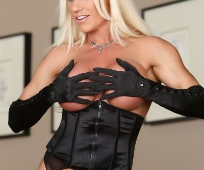 Slutty bodybuilder Ashlee Chambers exposes her big tits in satin lingerie